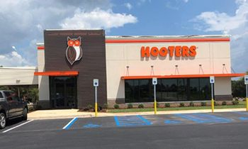 Hooters Opens Newest Location in Prattville, Alabama
