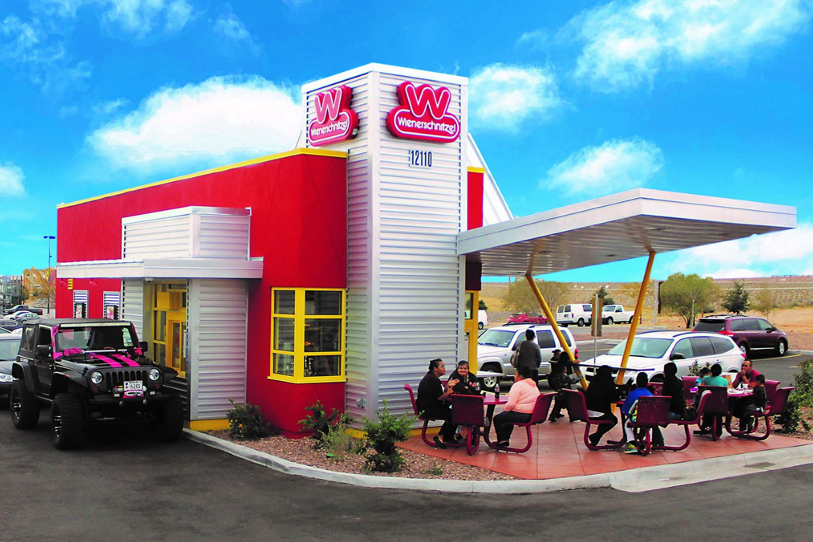 On the heels of record-breaking same-store sales in 2021 and Q1 2021, Wienerschnitzel sets sights on Midwest expansion.
