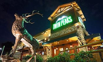 Twin Peaks Climbs In Sales and Traffic