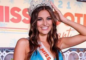 Gianna Crowned 2021 Miss Hooters