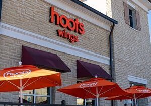 Hoots Wings Makes West Coast Debut with 18-Unit Area Development Agreement for Southern California